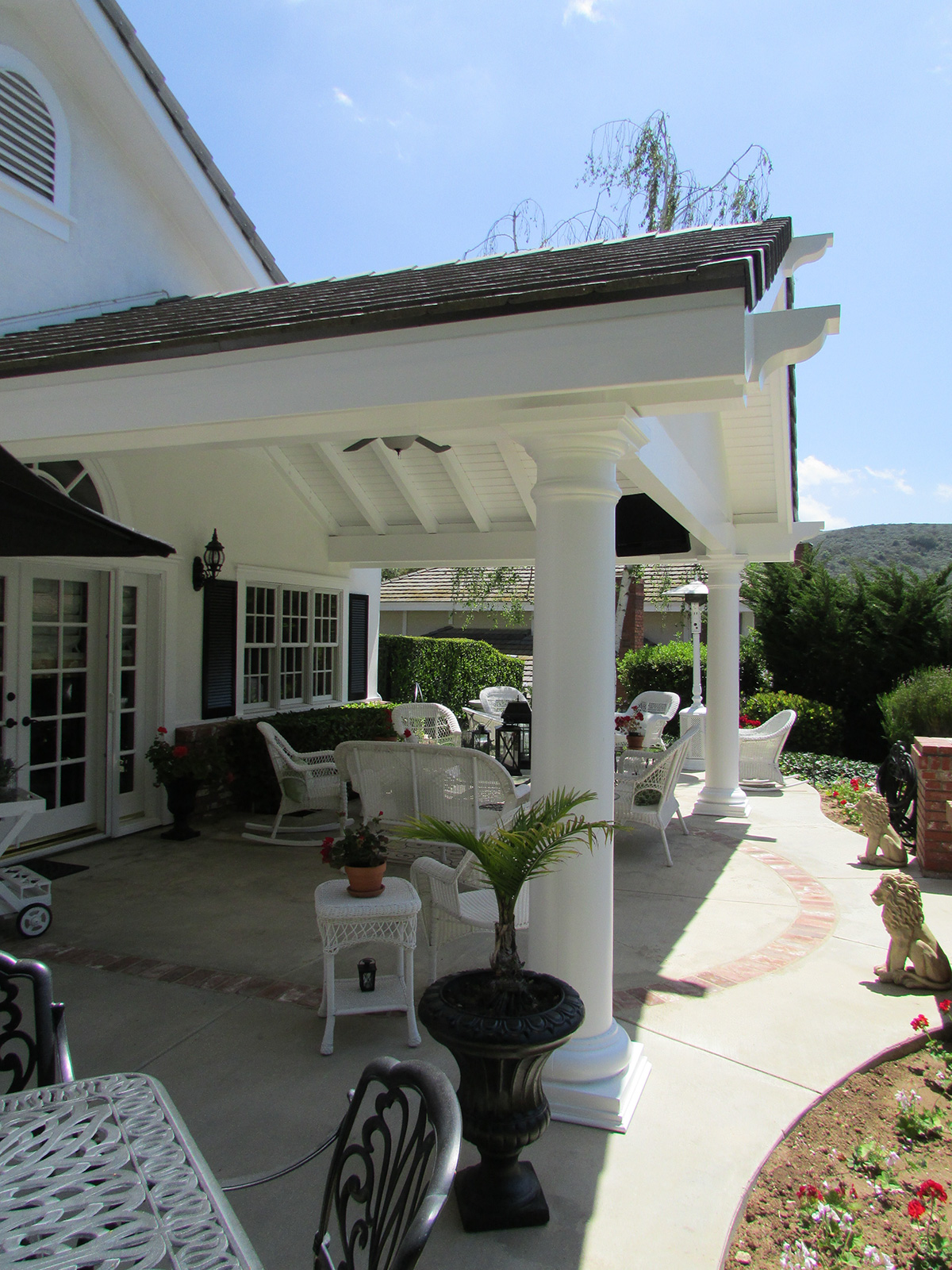 Ventura County Colonial style Residential design
